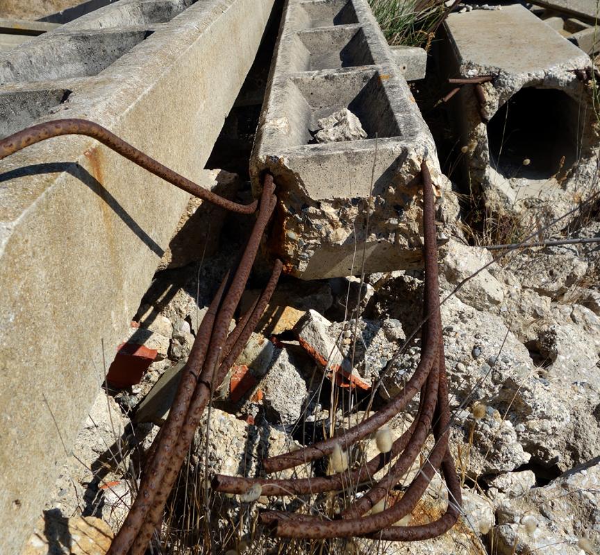 Scrap and concrete VIII